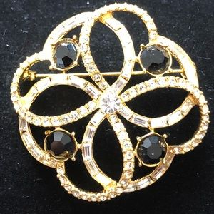 Vintage gold tone brooch w/clear and black crystal